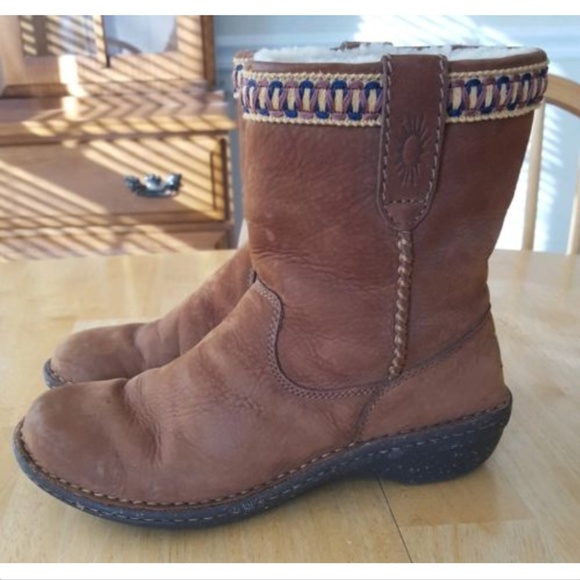 e7f681fef17 UGG 8 SWELL EMBROIDERED Chestnut Brown Ankle Boots